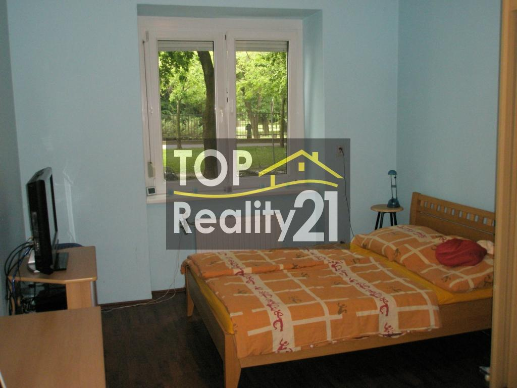 For rent, 3-bedroom apartment, Bratislava I, renovated, 2 bedrooms.